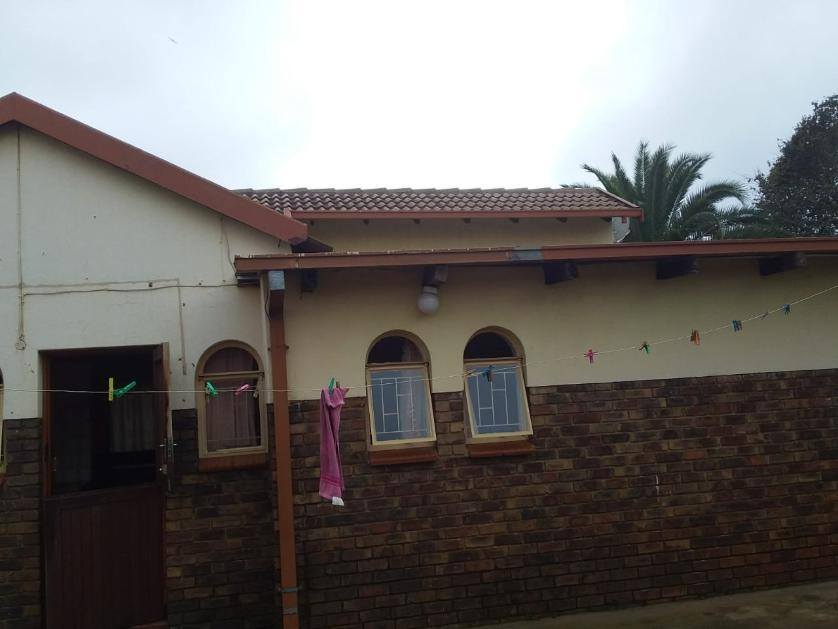 House-standar_http://multimedia.persquare.co.za/s838x629_1201071635-Olifantsfontein, Ekurhuleni NU
