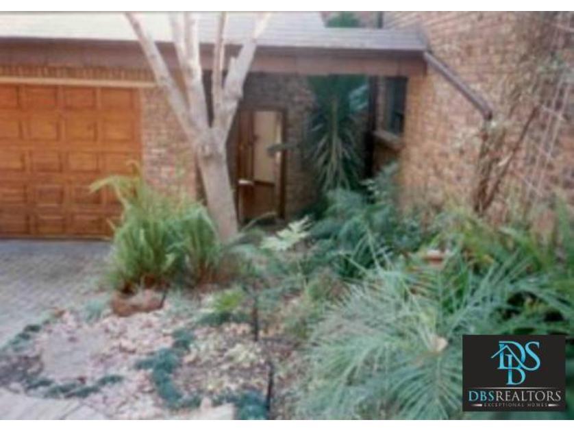 House-standar_http://multimedia.persquare.co.za/s838x629_123202091-Morningside, Sandton