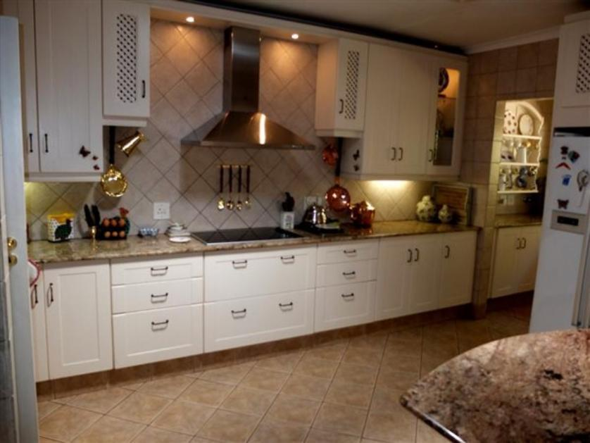 House-standar_http://multimedia.persquare.co.za/s838x629_1243401613-Kloofendal, Roodepoort