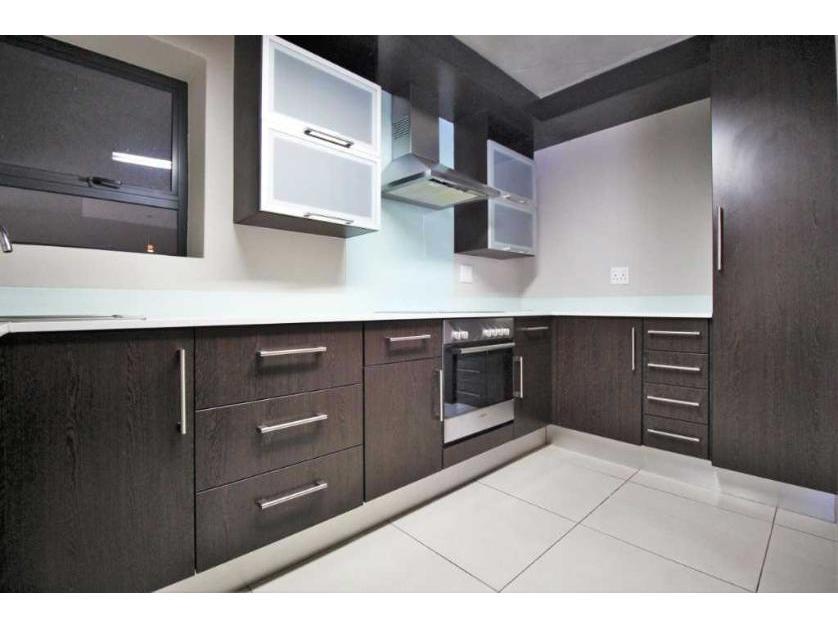 Flat-Apartment-standar_http://multimedia.persquare.co.za/s838x629_1263033356-Johannesburg, City of Johannesburg