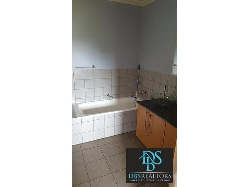 Flat-Apartment-standar_http://multimedia.persquare.co.za/s838x629_1282069830-Killarney, Johannesburg