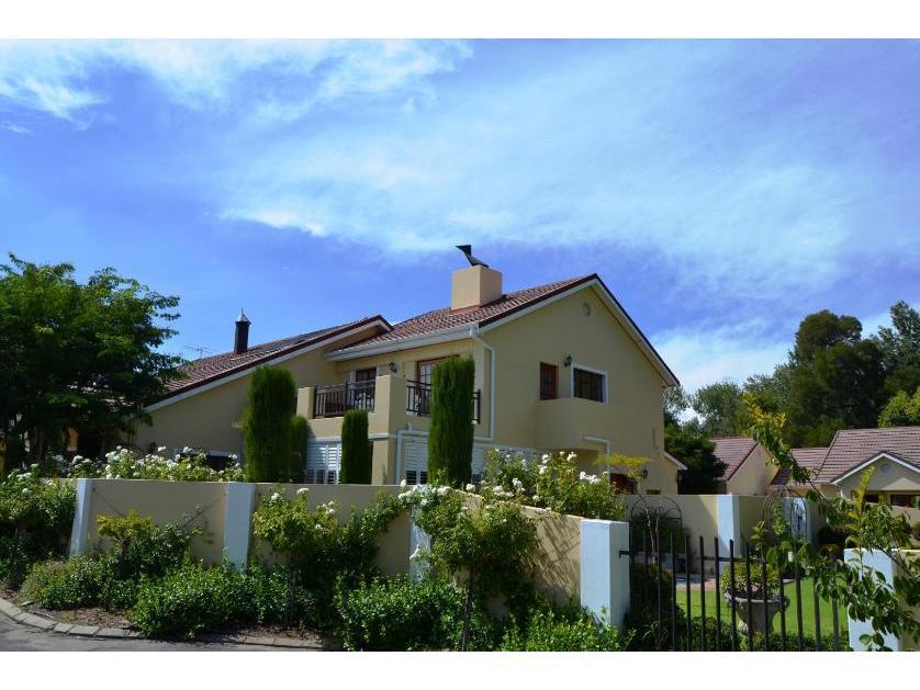 House-standar_http://multimedia.persquare.co.za/s838x629_1316571508-Ceres, Witzenberg