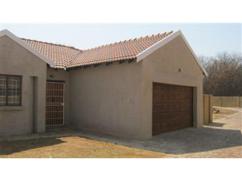 Townhouse-standar_http://multimedia.persquare.co.za/s838x629_1328420611-Mooivallei Park, Tlokwe City Council