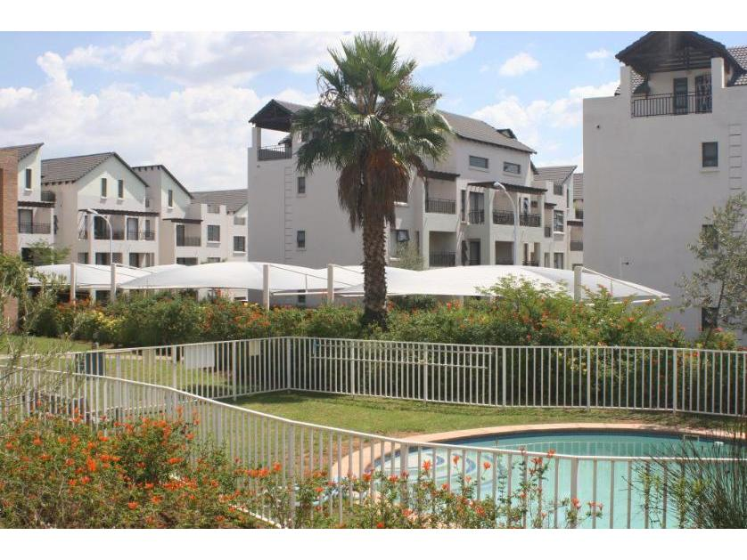 Flat-Apartment-standar_http://multimedia.persquare.co.za/s838x629_1353235338-Dainfern Golf Estate, Dainfern