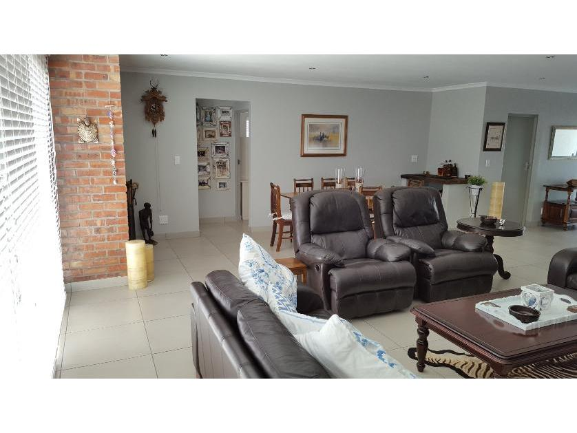 House-standar_http://multimedia.persquare.co.za/s838x629_136257694-Yzerfontein, Swartland
