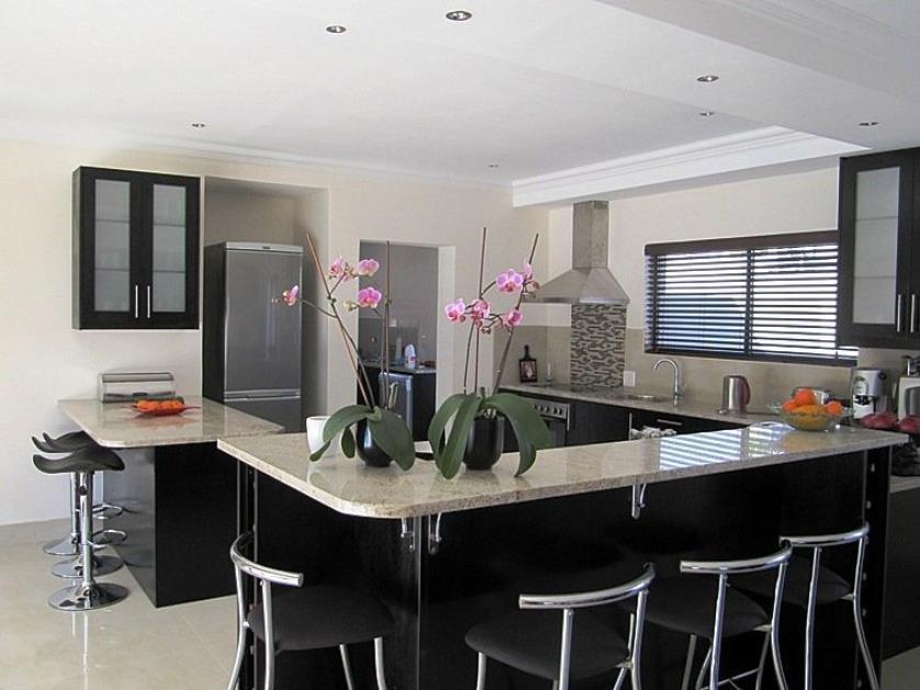 House-standar_http://multimedia.persquare.co.za/s838x629_1379538265-Parow, City of Cape Town