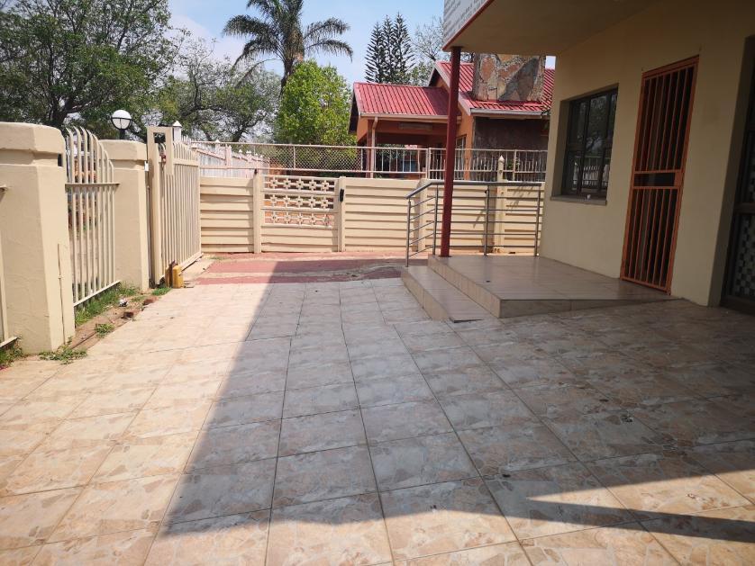 Retail-standar_http://multimedia.persquare.co.za/s838x629_1396017578-Laudium, City of Tshwane