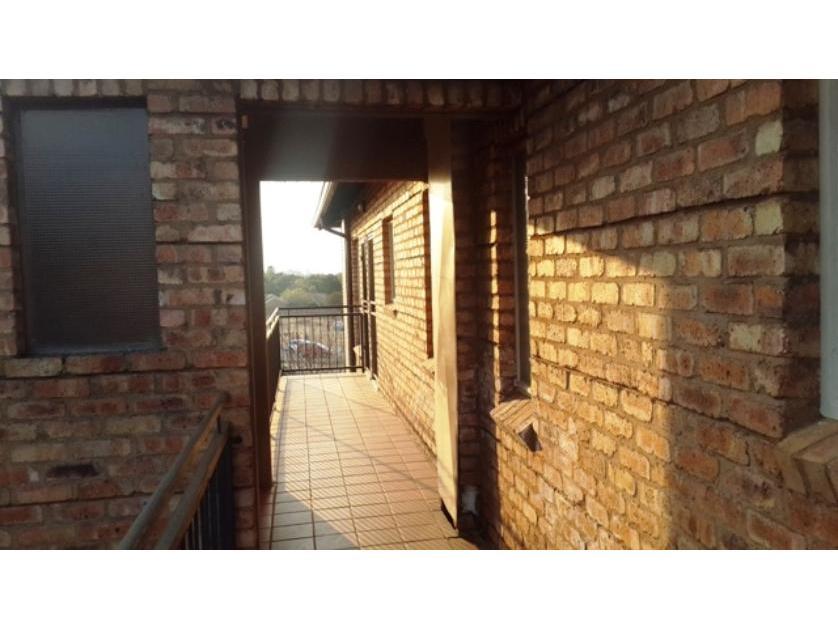 Flat-Apartment-standar_http://multimedia.persquare.co.za/s838x629_1441625604973-Silver Lakes, Pretoria