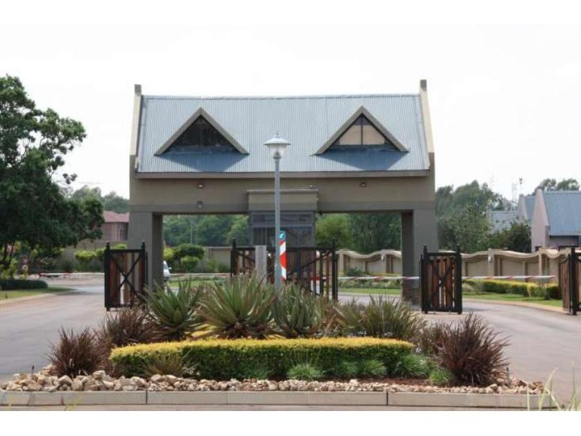 Flat-Apartment-standar_http://multimedia.persquare.co.za/s838x629_1453808174421-Eldo Meadows, Centurion