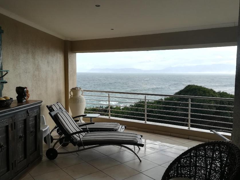 Flat-Apartment-standar_http://multimedia.persquare.co.za/s838x629_153293313-Die Kelders, Gans Bay