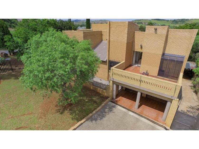 House-standar_http://multimedia.persquare.co.za/s838x629_1566881776-Glenvista, Johannesburg