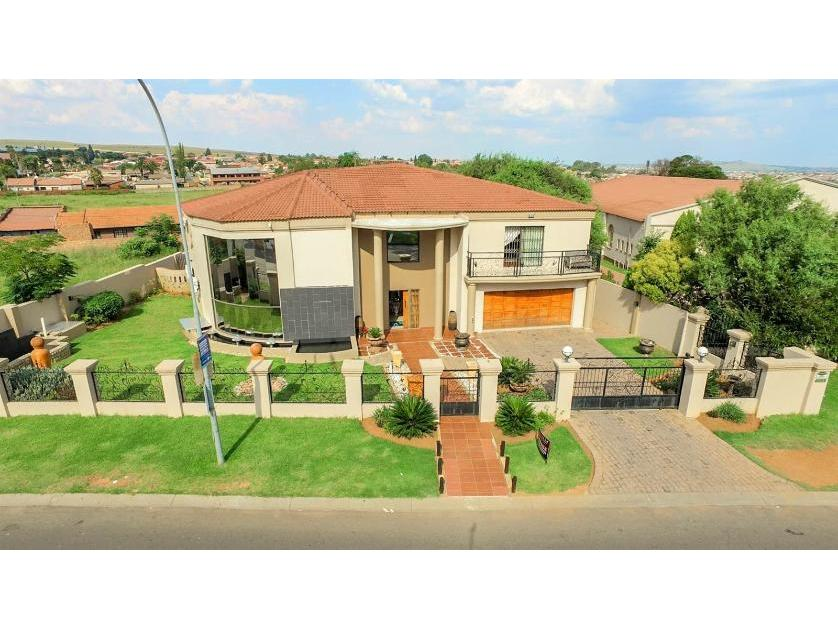 House-standar_http://multimedia.persquare.co.za/s838x629_1602468995-Lenasia South, City of Johannesburg