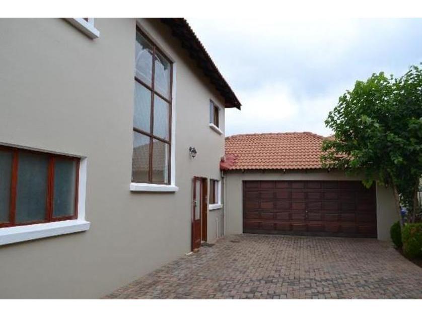 House-standar_http://multimedia.persquare.co.za/s838x629_165058085-Pretoria, City of Tshwane