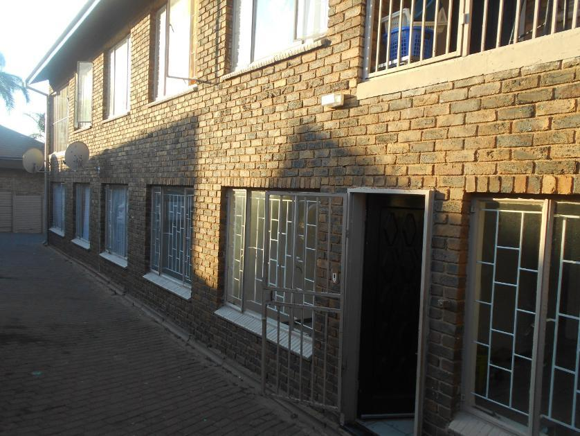 Flat-Apartment-standar_http://multimedia.persquare.co.za/s838x629_1667455208-Laudium, City of Tshwane