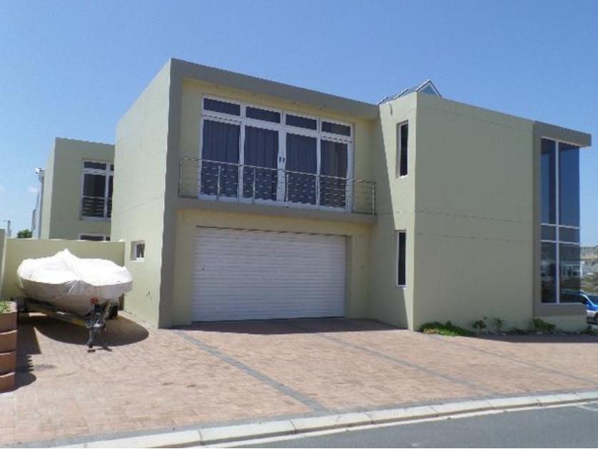 House-standar_http://multimedia.persquare.co.za/s838x629_1674410239-Langebaan, Saldanha Bay