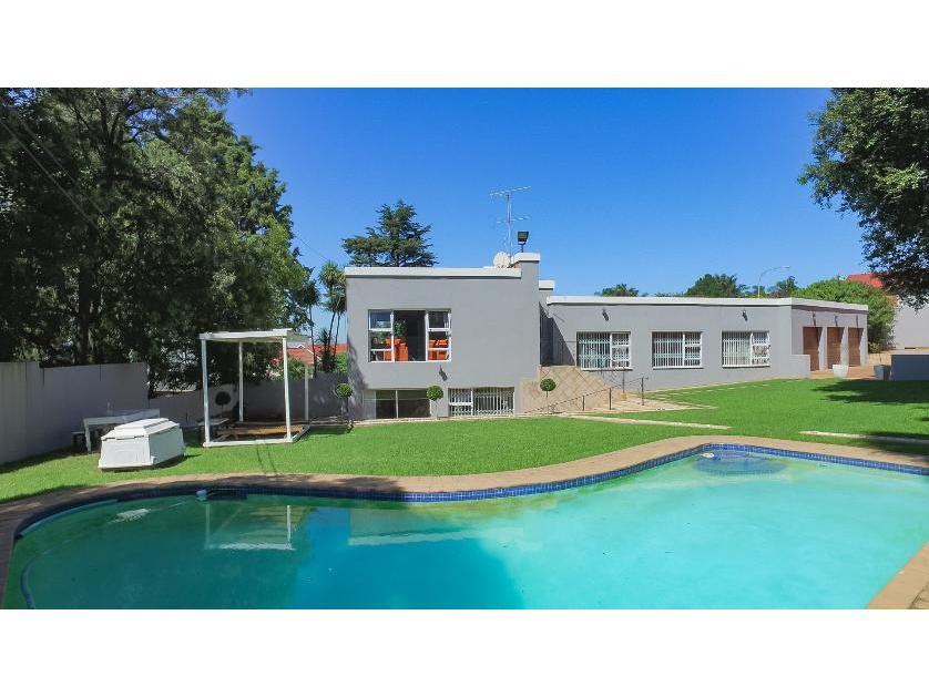 House-standar_http://multimedia.persquare.co.za/s838x629_1835492440-Glenvista, Johannesburg