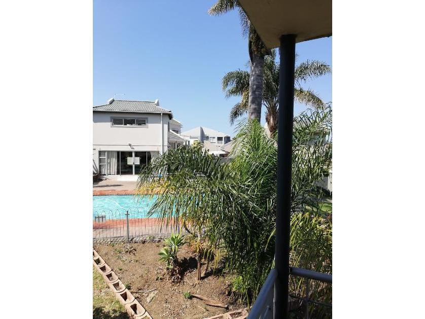 Flat-Apartment-standar_http://multimedia.persquare.co.za/s838x629_184745750-Selborne, East London