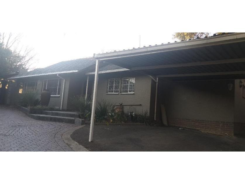 House-standar_http://multimedia.persquare.co.za/s838x629_1931613817-Blairgowrie, Randburg