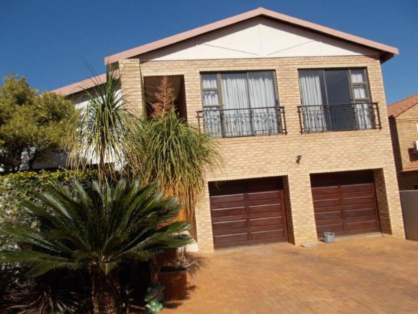 House-standar_http://multimedia.persquare.co.za/s838x629_2007531920-Centurion, Ekurhuleni