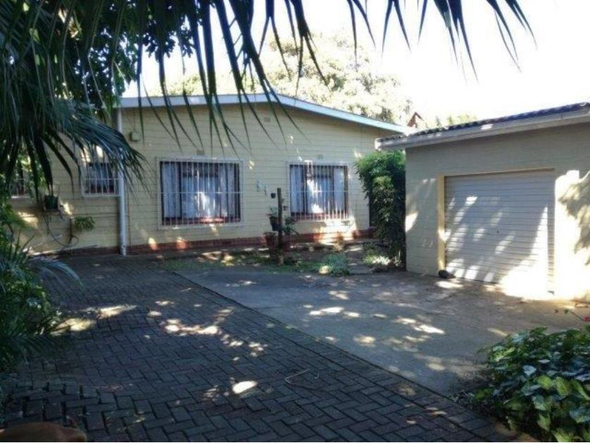 House-standar_http://multimedia.persquare.co.za/s838x629_2084108141-Pennington, Scottburgh