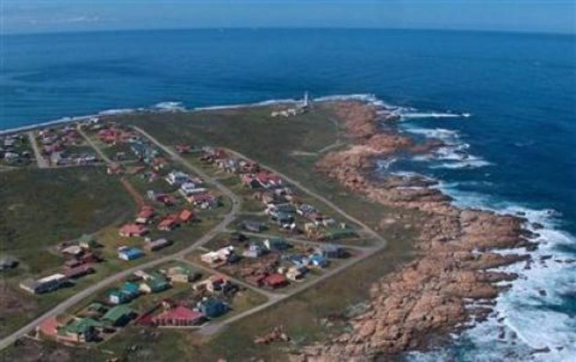 House-standar_http://multimedia.persquare.co.za/s838x629_2094526165-Cape St Francis, Kouga