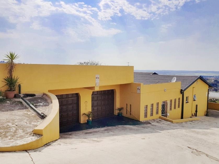 House-standar_http://multimedia.persquare.co.za/s838x629_209588597-Stanger, KwaDukuza