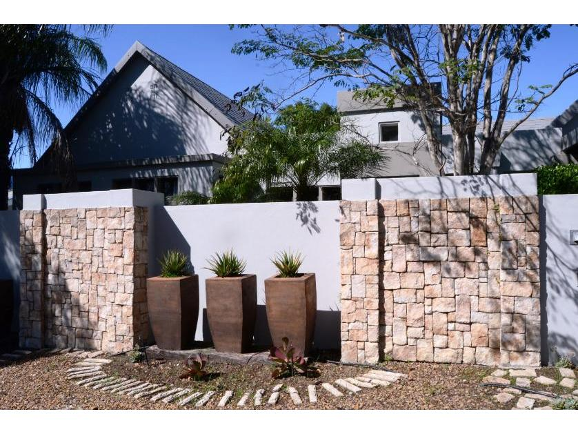 House-standar_http://multimedia.persquare.co.za/s838x629_2100513432-Vrykyk, Paarl