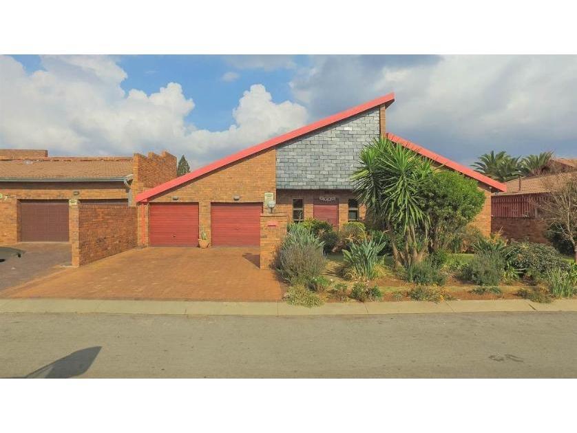 House-standar_http://multimedia.persquare.co.za/s838x629_263118194-Lenasia South, City of Johannesburg