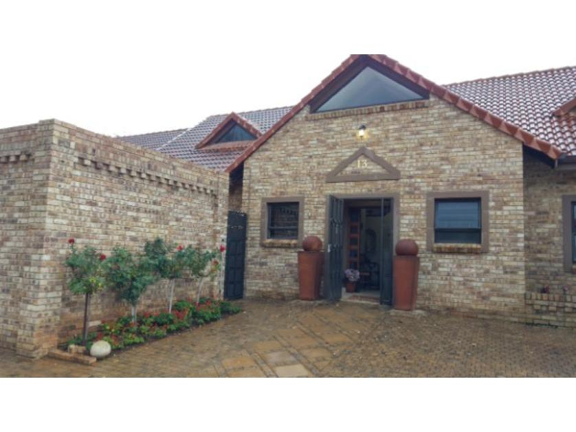 House-standar_http://multimedia.persquare.co.za/s838x629_292377126-Mooivallei Park, Tlokwe City Council
