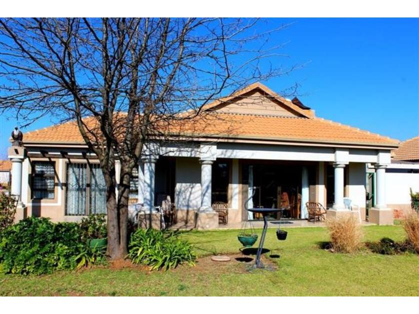 Townhouse-standar_http://multimedia.persquare.co.za/s838x629_318377369-Mooivallei Park, Tlokwe City Council