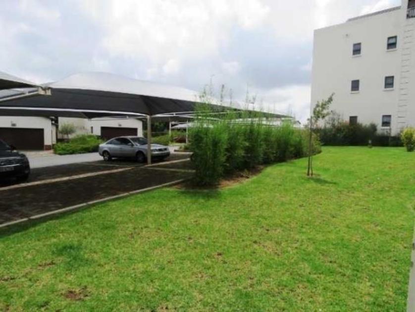 Flat-Apartment-standar_http://multimedia.persquare.co.za/s838x629_330415742-Dainfern Golf Estate, Dainfern