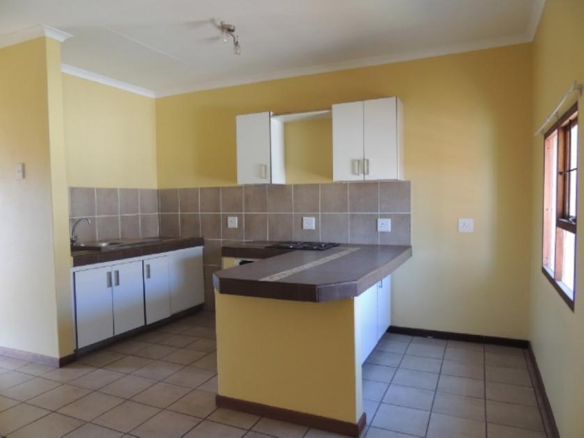 Flat-Apartment-standar_http://multimedia.persquare.co.za/s838x629_344874439-Middelburg, Steve Tshwete