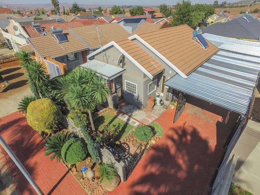 House-standar_http://multimedia.persquare.co.za/s838x629_357467667-Lenasia South, City of Johannesburg
