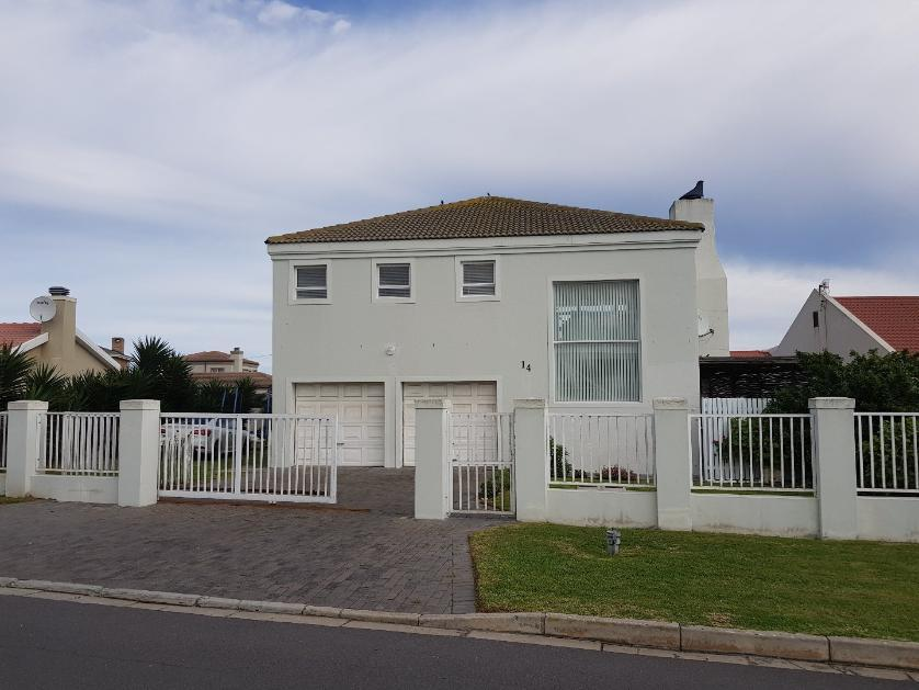 House-standar_http://multimedia.persquare.co.za/s838x629_369632799-Yzerfontein, Swartland