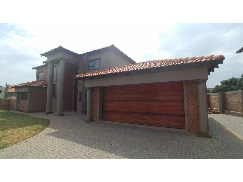 House-standar_http://multimedia.persquare.co.za/s838x629_443183462-Grimbeek park, Potchefstroom