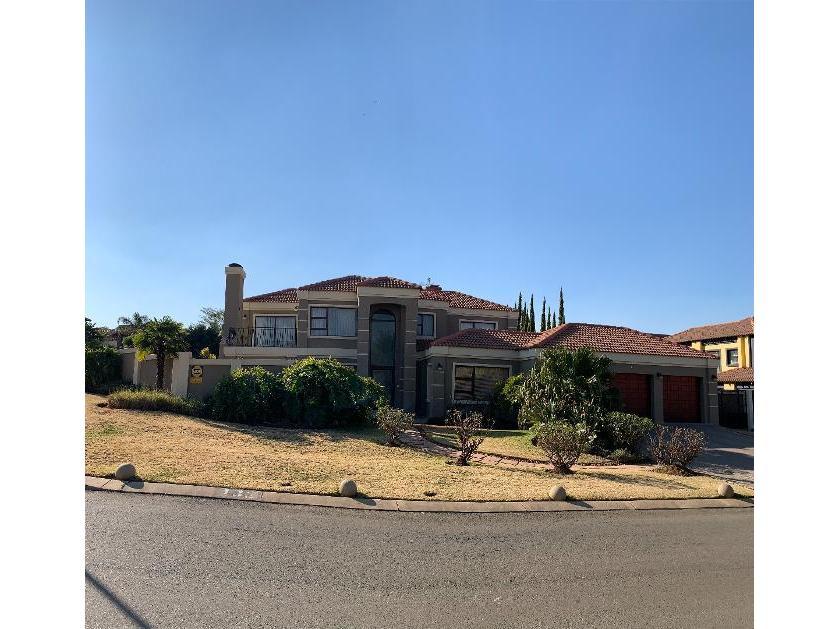 House-standar_http://multimedia.persquare.co.za/s838x629_468346290-Aspen Hills Nature Estate, Johannesburg