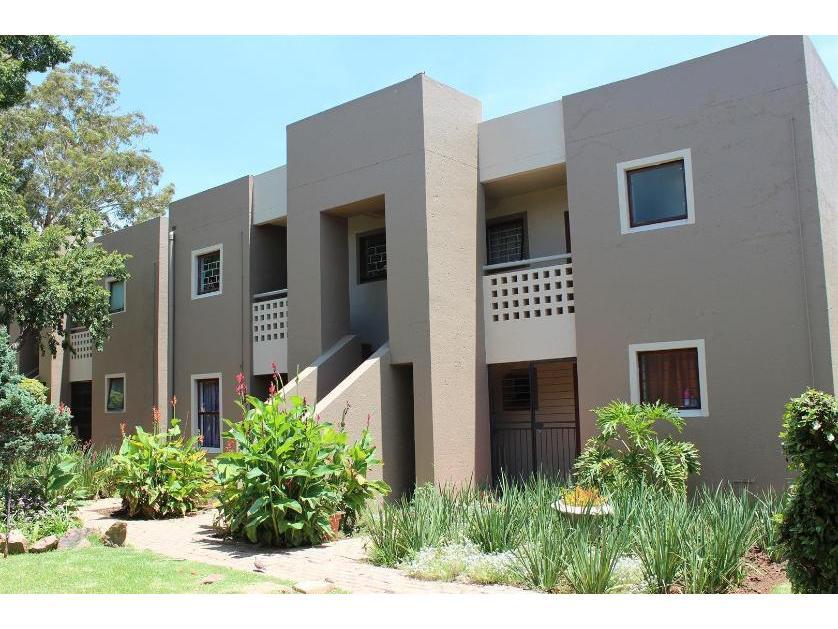 Townhouse-standar_http://multimedia.persquare.co.za/s838x629_515602925-Newmarket Park, Alberton