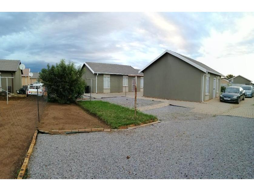 House-standar_http://multimedia.persquare.co.za/s838x629_520825701-Walkerville, Midvaal
