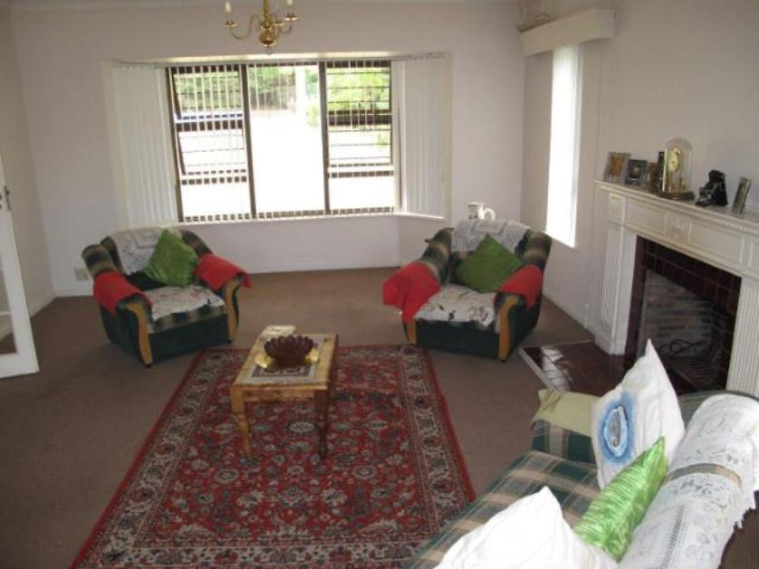 House-standar_http://multimedia.persquare.co.za/s838x629_527645883-Parel Vallei, Somerset West