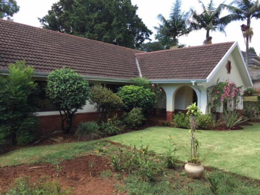 House-standar_http://multimedia.persquare.co.za/s838x629_566985594-Montrose, Pietermaritzburg