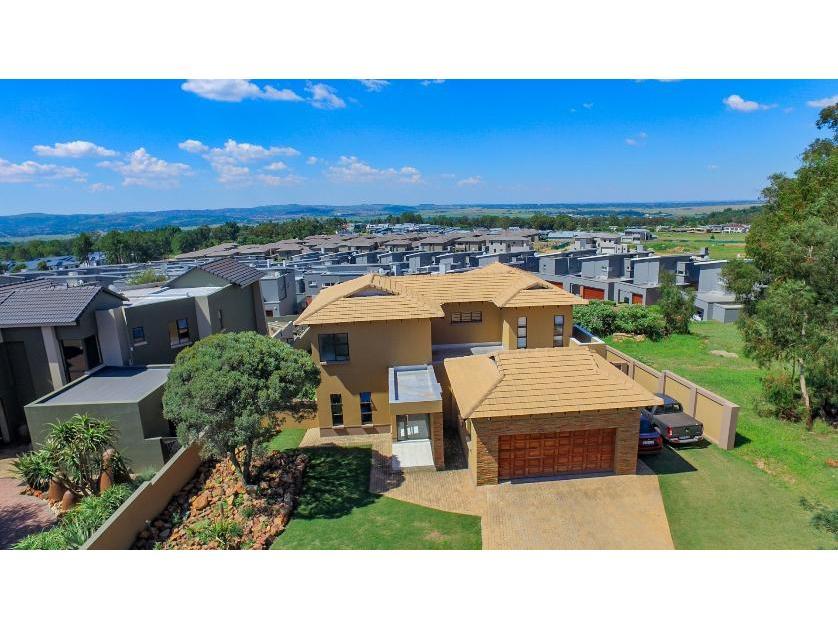House-standar_http://multimedia.persquare.co.za/s838x629_603317862-Eikenhof, Johannesburg