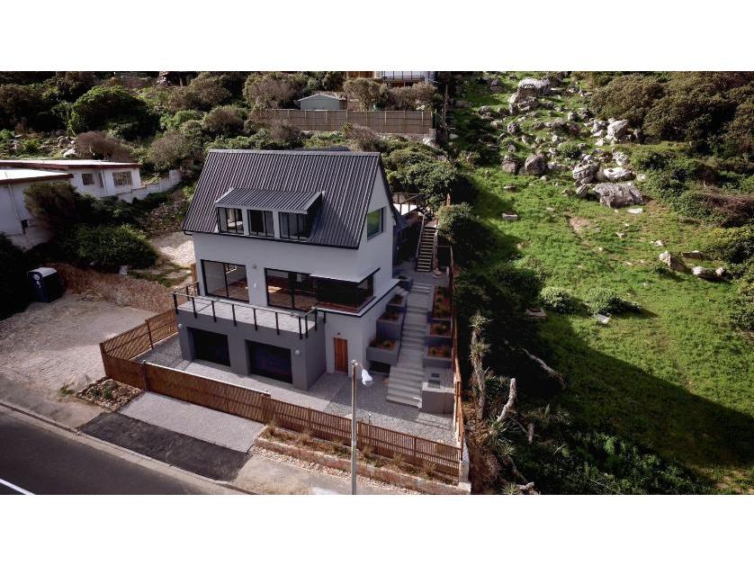 House-standar_http://multimedia.persquare.co.za/s838x629_616416325-Fish Hoek, City of Cape Town