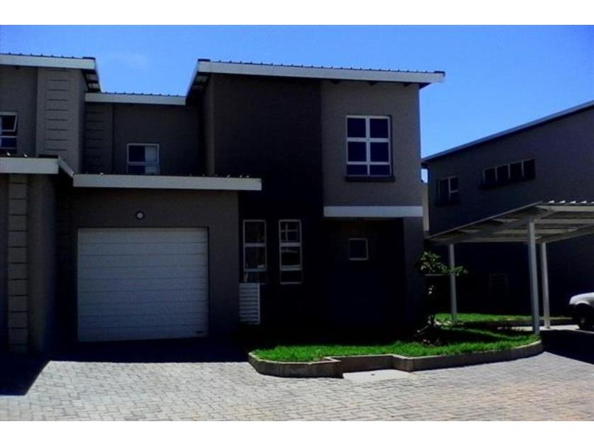 Townhouse-standar_http://multimedia.persquare.co.za/s838x629_708751582-Eagle Canyon, Roodepoort