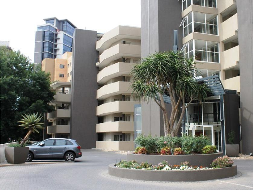 Flat-Apartment-standar_http://multimedia.persquare.co.za/s838x629_754246541-Sandton, Maruleng