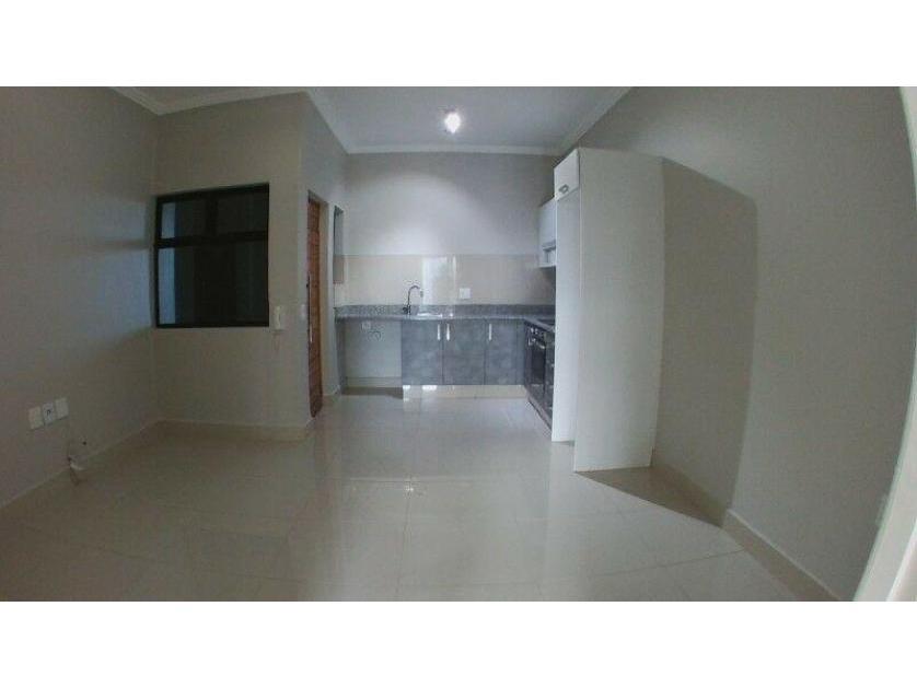 Flat-Apartment-standar_http://multimedia.persquare.co.za/s838x629_760850657-Umhlanga Rocks, Umhlanga