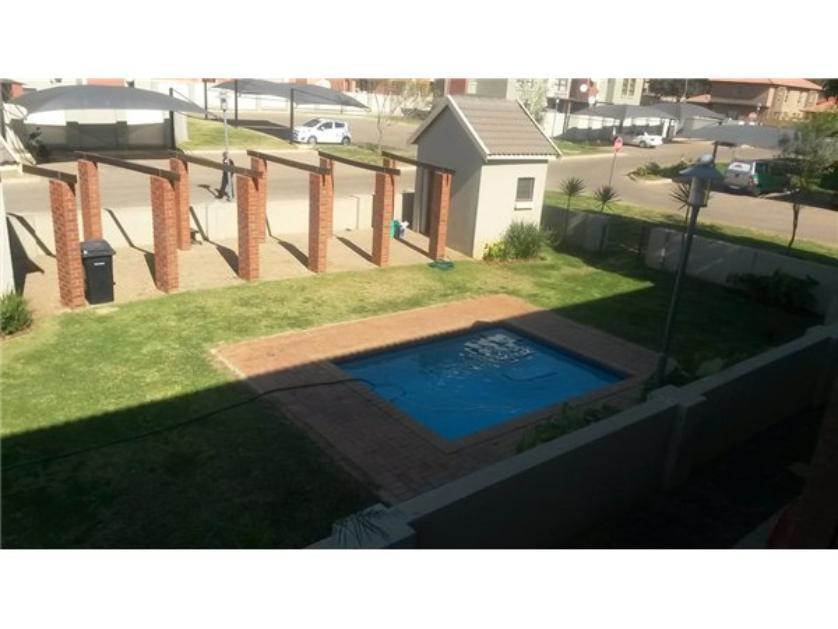 Flat-Apartment-standar_http://multimedia.persquare.co.za/s838x629_784254138-Montana, Pretoria