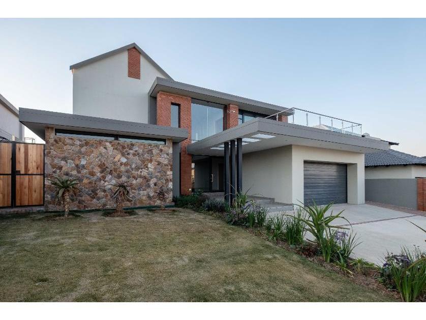 House-standar_http://multimedia.persquare.co.za/s838x629_926251734-Meyersdal, Alberton