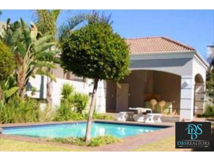 Flat-Apartment-standar_http://multimedia.persquare.co.za/s838x629_933565542-Melrose, Johannesburg